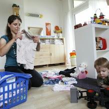 Buat Kamu Yang Masih Memandang Sebelah Mata Pekerjaan Ibu Rumah Tangga Wajib Baca Ini
