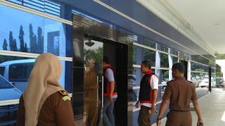 BREAKING NEWS Kejari Banda Aceh Geledah Kanwilkemenag Aceh