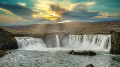 Beautiful waterfall nature wallpaper