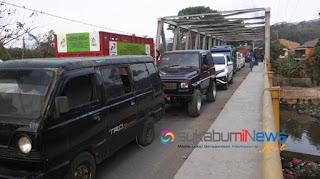kemacetan di ruas jalan antara Cikembar - Jampang Tengah