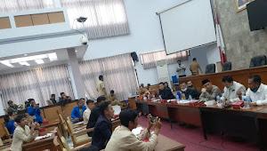 Aliansi Mahasiswa Garut Gerudug DPRD Garut Prihal Tolak UU Ciptaker