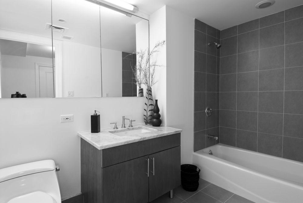 Casas De Banho Branco E Cinza E A Combinacao Do Momento