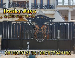 Gambar pagar besi tempa modern untuk rumah mewah klasik.