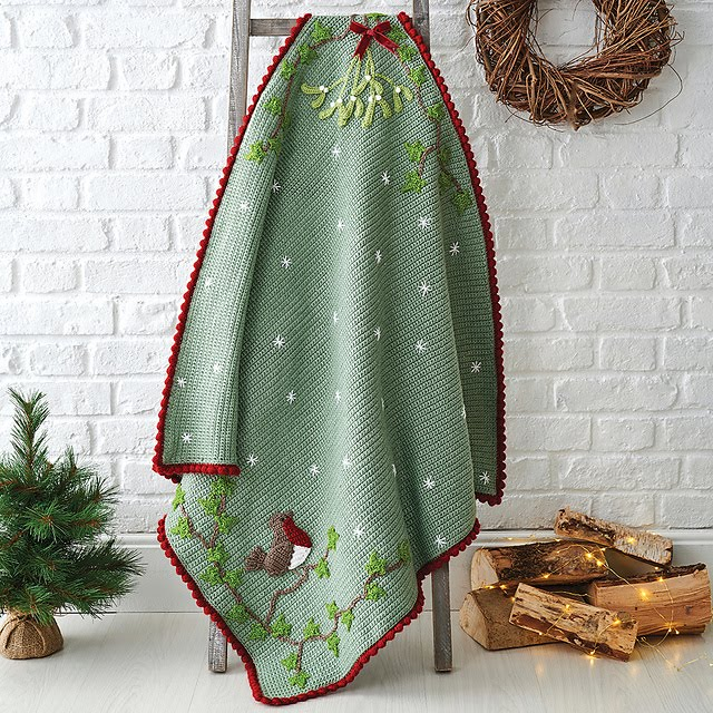 Robin and Mistletoe Christmas Blanket