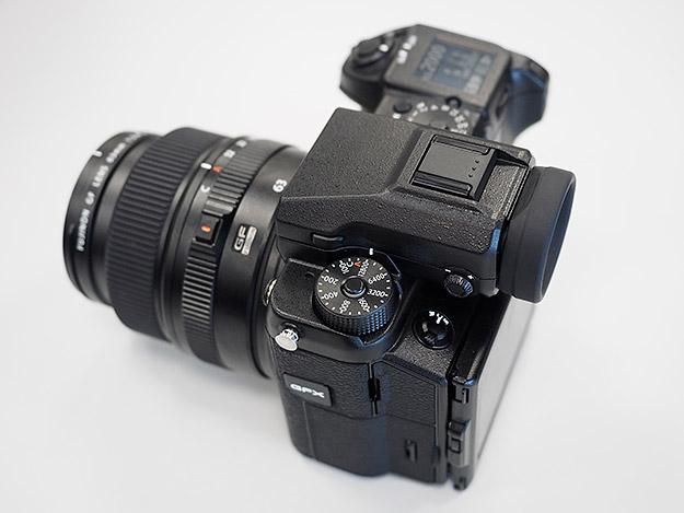 Камера Fujifilm GFX 50S, вид сверху (Imaging Resource)