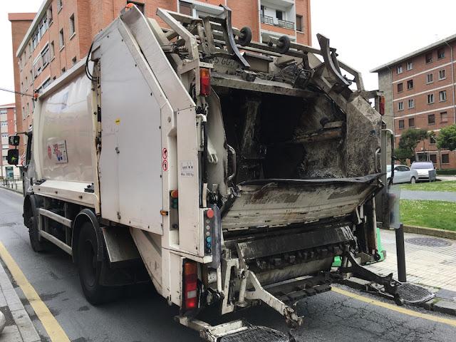 Camión municipal de recigida de basuras