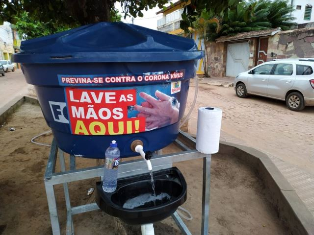 Prefeitura de Ibicoara instala lavatórios para auxiliar no combate ao Coronavírus