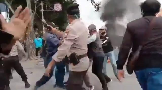 Aksi Penolakan Omnibus Law di Makassar Ricuh, 37 Mahasiswa Ditangkap