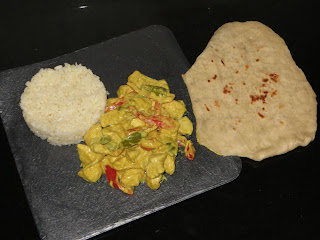 POLLO AL CURRY CON PAN NAAN