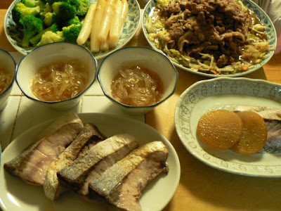 夕食の献立 献立レシピ 飽きない献立 ぶりの塩焼きには焼き大根 ところてん 肉炒め サラダ