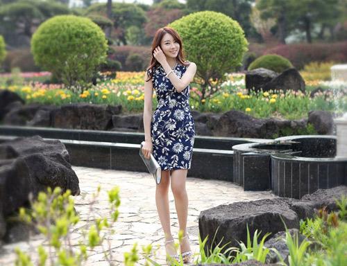 Sắc hoa tươi sáng, rực rỡ xu hướng thời trang mùa hè