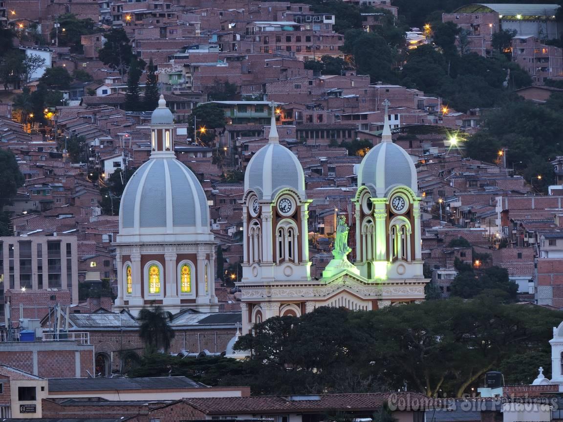 campanarios de la iglesia nuestra señora del rosario en bello