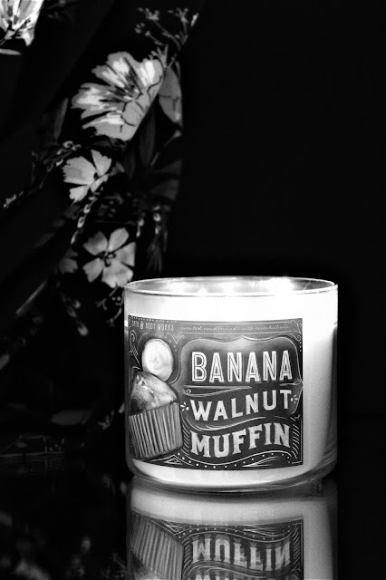 banana walnut muffin bath & body works avis, bougie parfumée gourmande, banana walnut muffin bath and body works, bougie banana walnut muffin bath & body works, bougie parfumée à la banane bath and body works, banana muffin candle, bougie parfumée bath & body works, bath & body works, bath & body works review, blog bougie parfumée, bougie parfumée américaine, bougies bath & body works