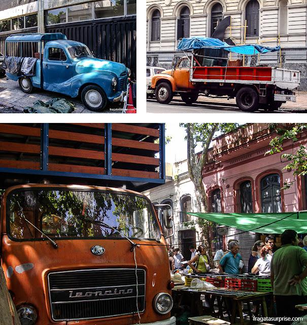 Carros antigos na Feira de Tristán Narvaja, Montevidéu, Uruguai