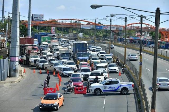 Retenes policiales convirtieron la autopista Duarte en un pandemonio el pasado fin de semana