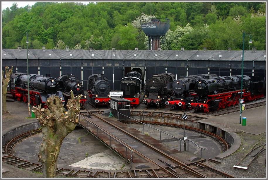 http://www.google.de/imgres?imgurl=http%3A%2F%2Fwww.sichtungen.lokomotive-online.de%2Fdrehscheibe_ebdae_190409_900.jpg&imgrefurl=http%3A%2F%2Fwww.sichtungen.lokomotive-online.de%2Fhtml%2F180409.html&h=615&w=915&tbnid=qQCF9D_-ZeJ36M%3A&zoom=1&docid=T4n2jBn9IXeAjM&ei=dwM1VMbnDoSCzAOilICwBA&tbm=isch&client=firefox-a&iact=rc&uact=3&dur=2009&page=1&start=0&ndsp=25&ved=0CCwQrQMwAQ