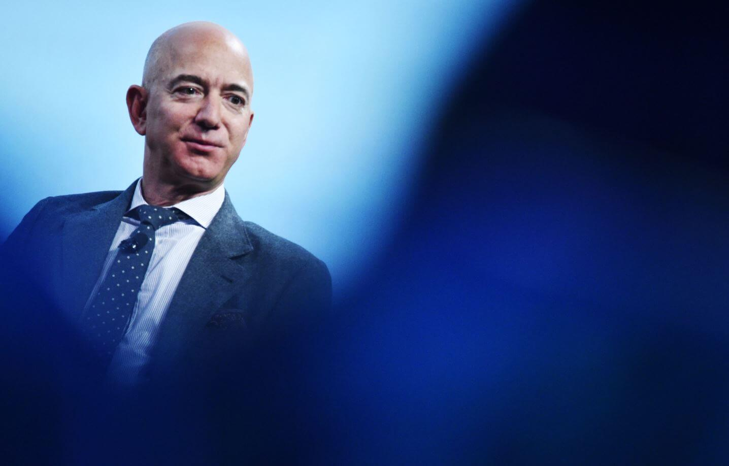 Jeff Bezos is one of the great beneficiaries of the running of the bulls that lives a large part of the world population due to the outbreak of the covid-19 disease is the richest man in the world, the founder and head of Amazon, Jeff Bezos. The economic crisis generated by the pandemic of the new coronavirus shook the table of the world's great fortunes.
