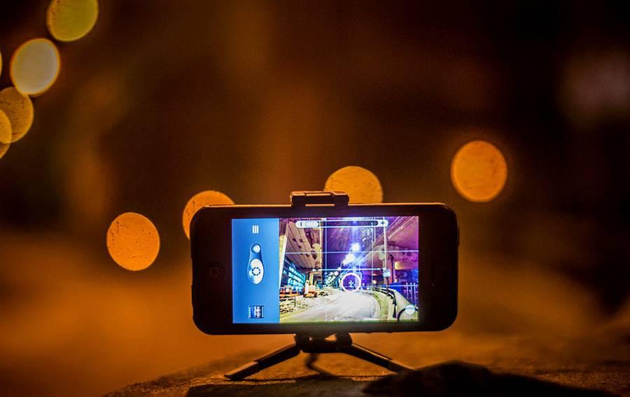 Cara Memotret Foto Keren di Malam Hari Pakai Smartphone (youthvillage.co)