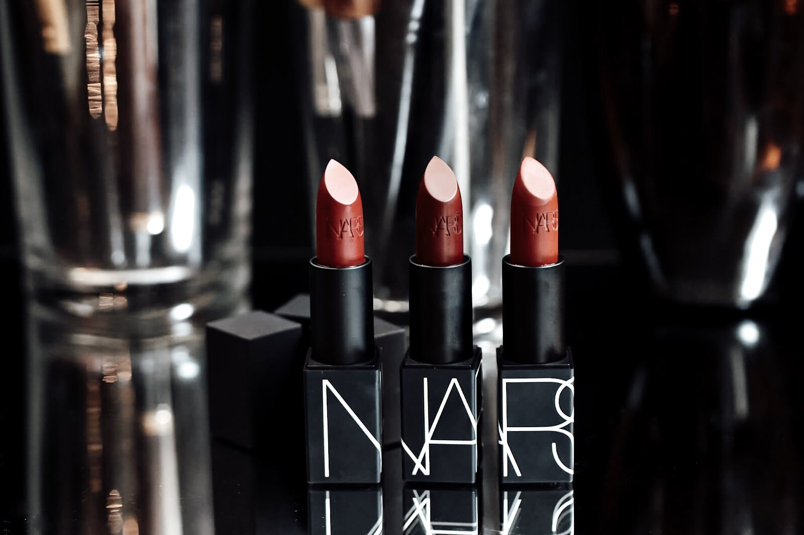 nars-iconic-lipstick-rouge-aleres-iconique-avis-test-swatch-matte-mate
