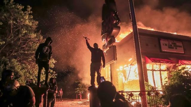 Αμερική: Ταραχές για το θάνατο του Τζορτζ Φλόιντ στη Μινεσότα (βίντεο)