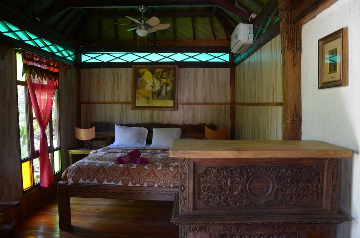 villa airbnb di mataram lombok