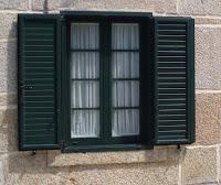 Ventana en PVC verde realizada por Ventacav