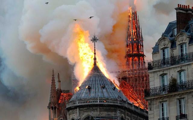 Grave incendio destruye parte de la catedral Notre Dame en París
