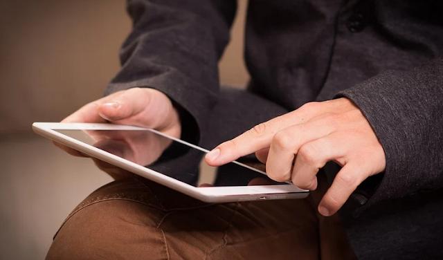Ponsel Bukan Mainan: Bagaimana Cara Aman Menggunakan Gadget?