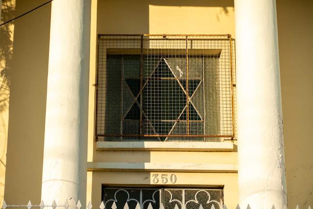Templo Maçônico da Loja Sol do Oriente nº 04 - detalhe vitral fachada