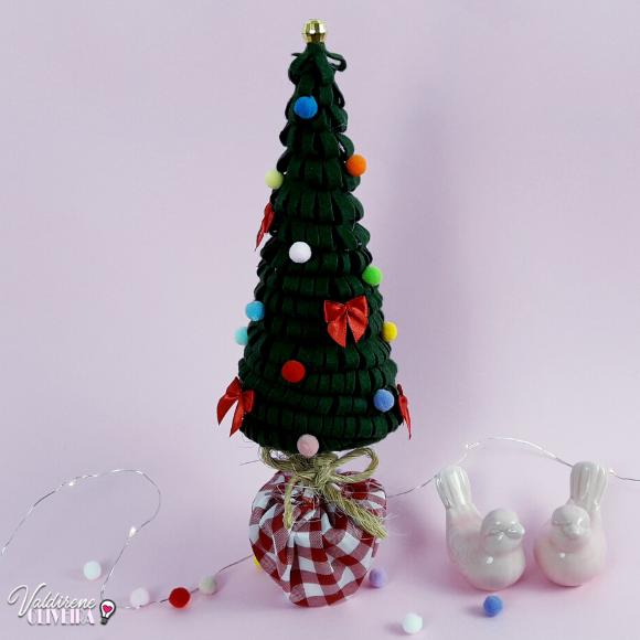 como fazer mini arvore de  natal com feltro