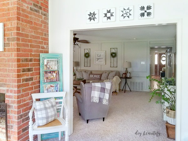 wood barn quilts on the wall | diy beautify blog