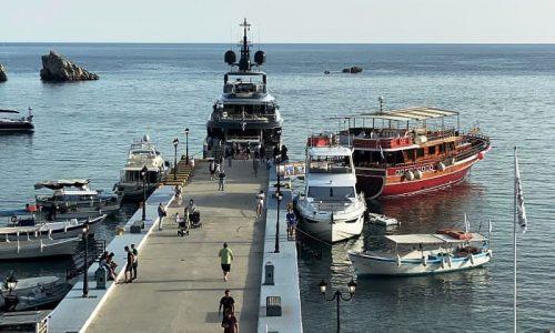 Τα πρώτα τουριστικά σκάφη έδεσαν στο λιμανάκι της γραφικής Πάργας. Εικόνα που ήταν συνηθισμένη όμως έλειψε πολύ για περισσότερο από ένα χρόνο λόγω της πανδημίας.