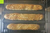 fertig gebacken: Amazy Baguette-Backblech – Die antihaftbeschichtete Back-Form zur Herstellung von Baguette und weiteren Gebäcken