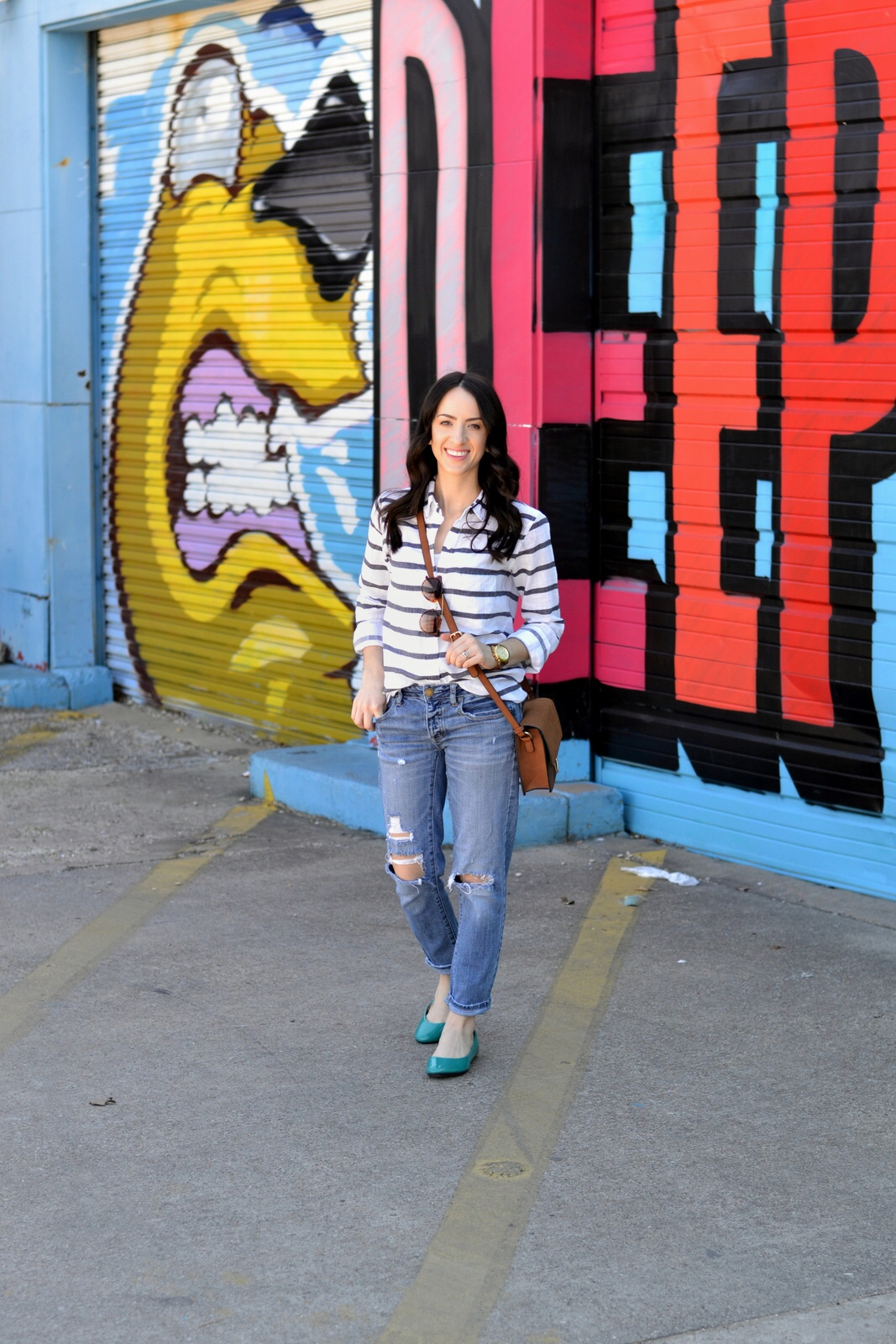 Colorful flats, boyfriend jeans and top for casual Spring outfit