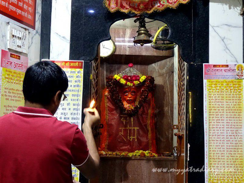 Arti at the Anandeshwar Mahadeo Mandir Kanpur, Uttar Pradesh