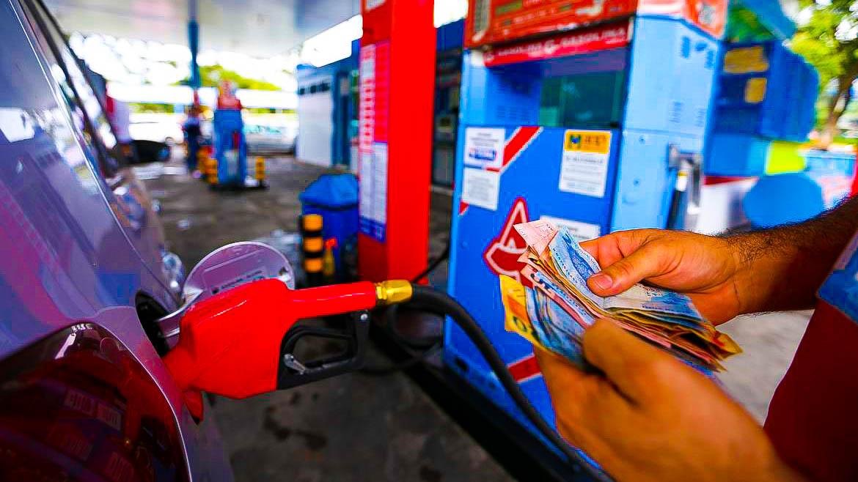 Gasolina sobe 0,64% na primeira quinzena de outubro