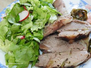 Friptura de miel cu salata verde reteta la cuptor de Paște carne pulpe sos vin usturoi retete mancare fripturi tava Paști,
