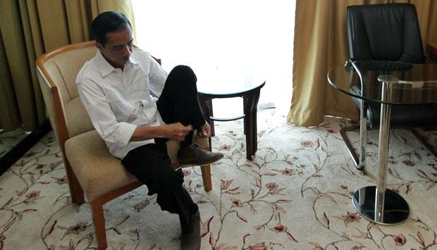 Soal Presiden Tiga Periode, Jokowi Pijakkan Kaki Kanan dan Kiri di Tempat Berbeda