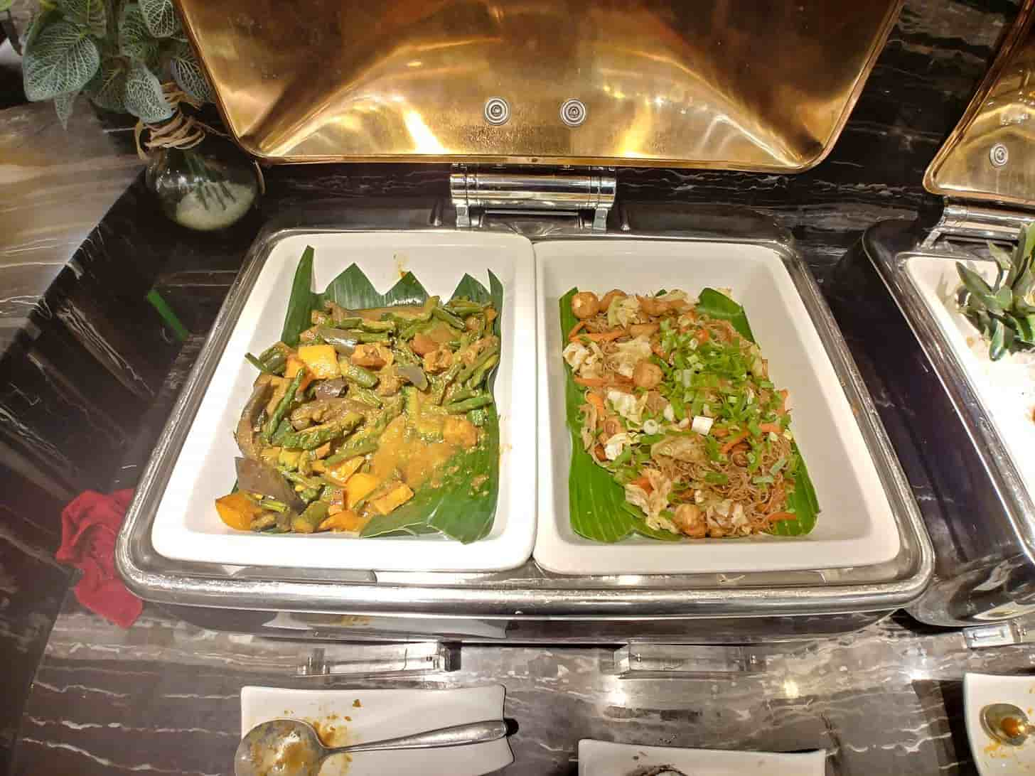 Filipino vegetable dishes at Buffet 101 Restaurant