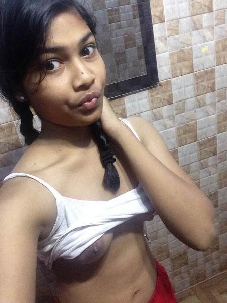 Desi Sexy Girl Selfie Pics