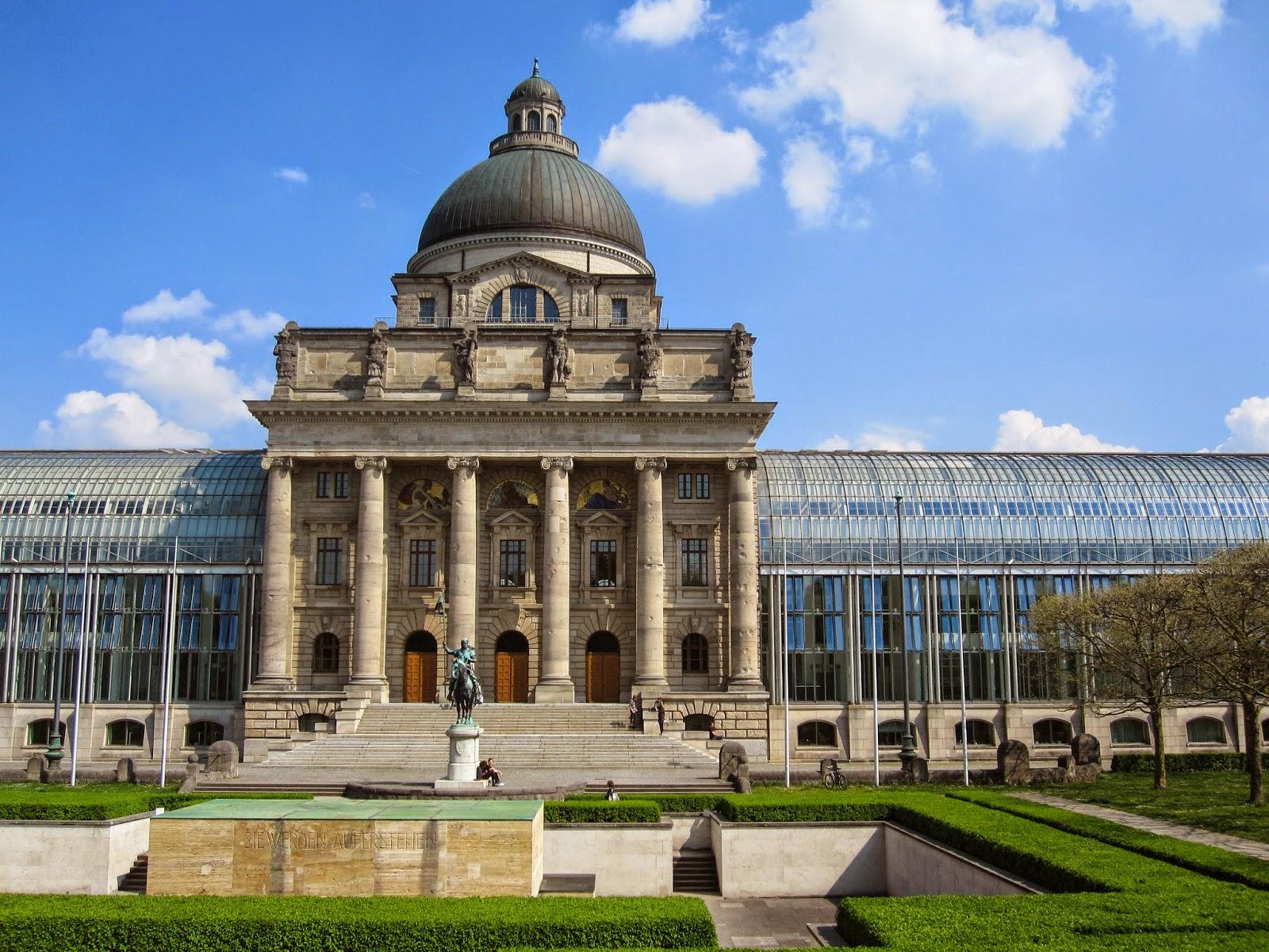 Bayerische Staatskanzlei (Bavarian State Chancellery).