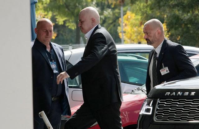 """Слави Трифонов учреди партията си """"Няма такава държава"""""""