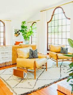 Untuk menghasilkan ruangan yang cerah serta terang cahaya, bawalah ruangan anda dengan cat berwarna putih. Tentu saja dengan begitu selain terang juga akan mendapatkan rasa lapang pada ruangan yang anda design.