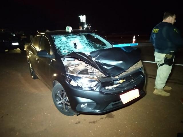 Ciclista morre atropelada por táxi ao tentar atravessar a BR-163