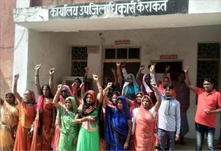 महिलाओं ने तहसीलदार को दिया प्रार्थना पत्र  | #NayaSaberaNetwork