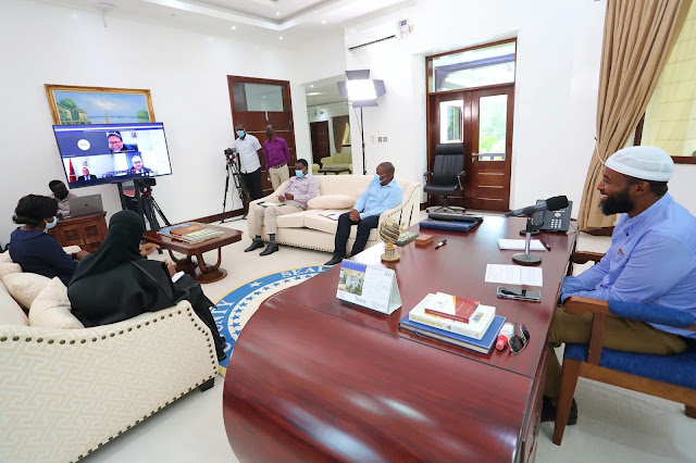 Governor Hassan Ali Joho in a meeting late for safarilink flight