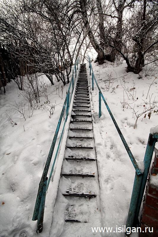 Родник за мостом. Город Каменск-Уральский. Свердловская область