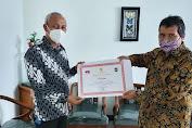Luar Biasa! Ditangan GSVL Pemkot Manado Dapat Penghargaan Penyelenggaraan Pemerintahan Paling Konsisten