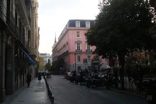 Vista de la calle desde la plaza del Rey hacia la calle Alcalá. A la derecha, el palacio Fontagud.