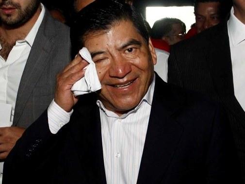 Ex gobernador logra suspensión provisional